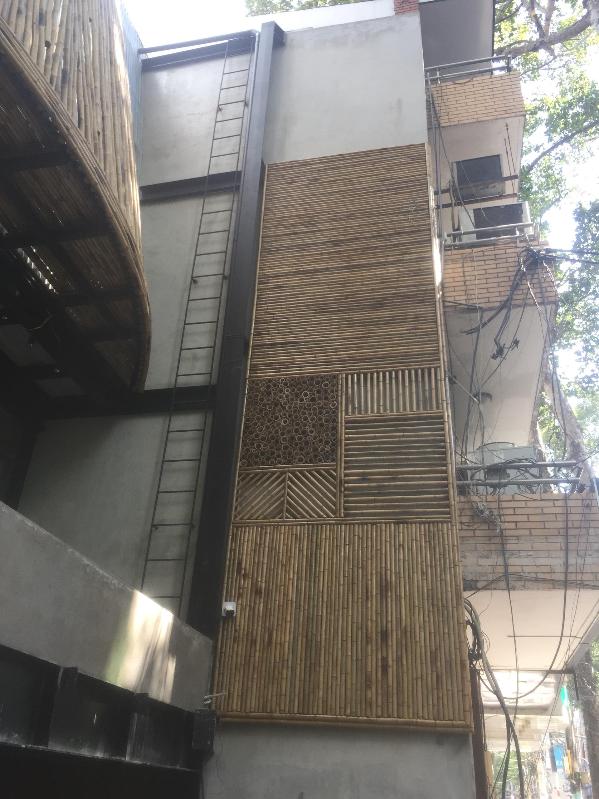 Thi công ốp tre trúc trang trí cho quán cà phê Amazing nổi tiếng tại Sài Gòn