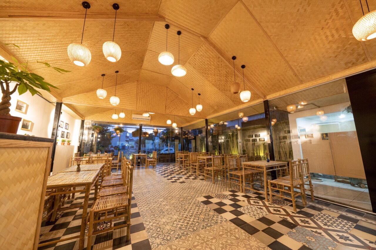 Cót ép hai lớp ốp trần trang trí cho nhà hàng