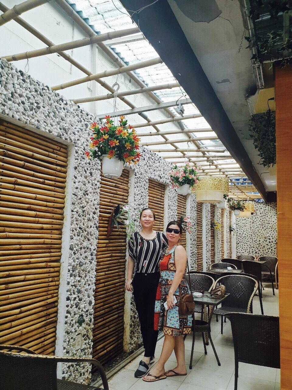 Thi công ốp tường tre trúc trang trí cho quán cà phê