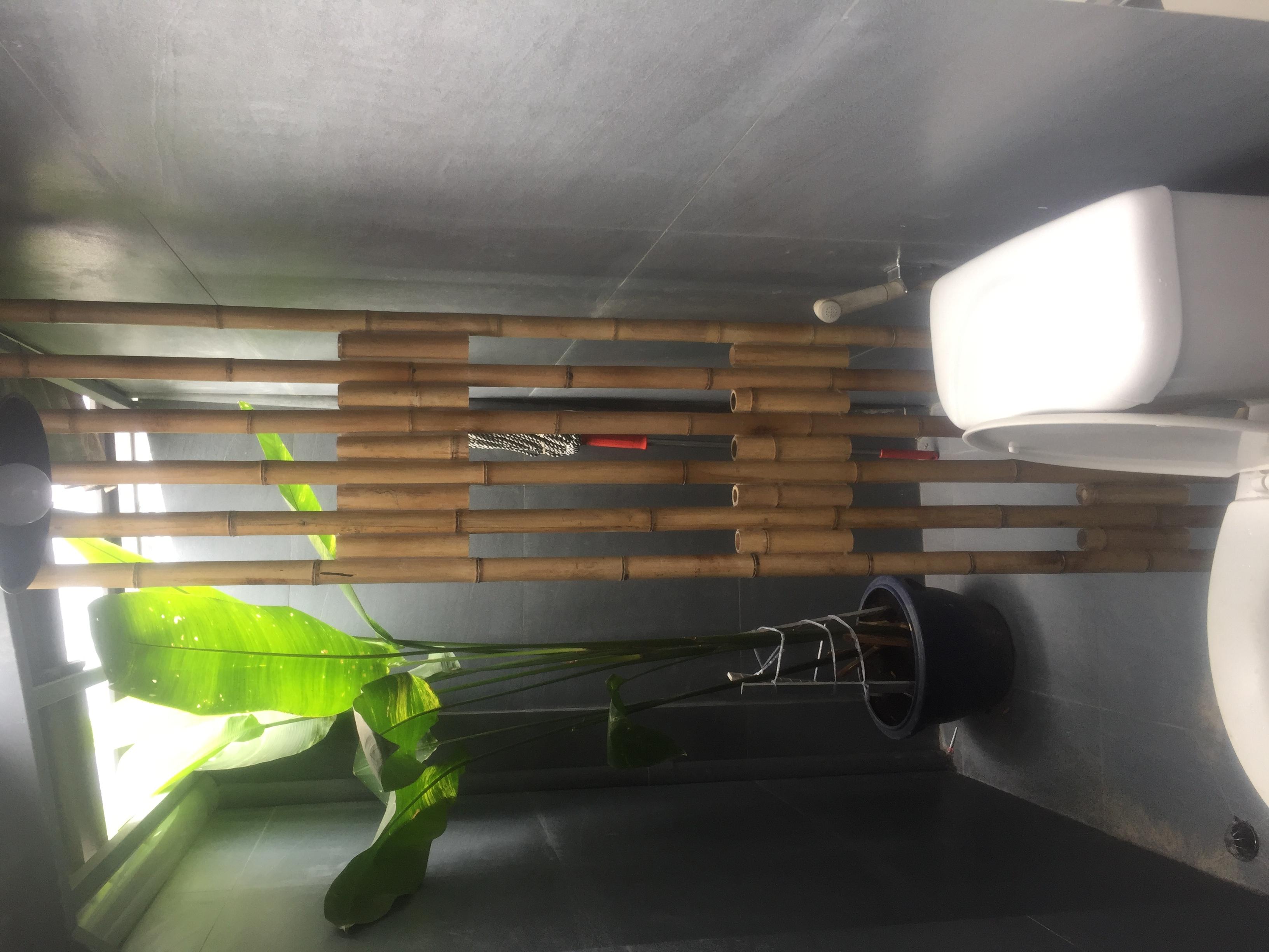 Trang trí tre trúc cho nhà vệ sinh