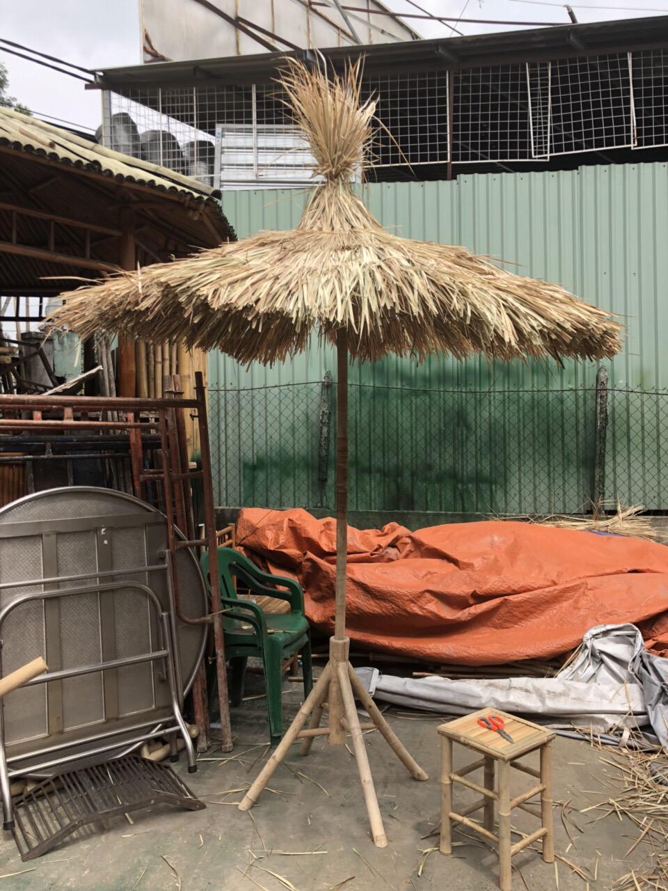 Thiết kế và thi công làm cây dù lá tranh siêu đẹp cho resort