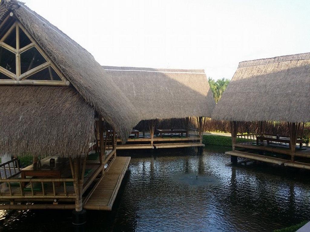 Lợp mái lá tranh cho nhà hàng sông nước miền tây