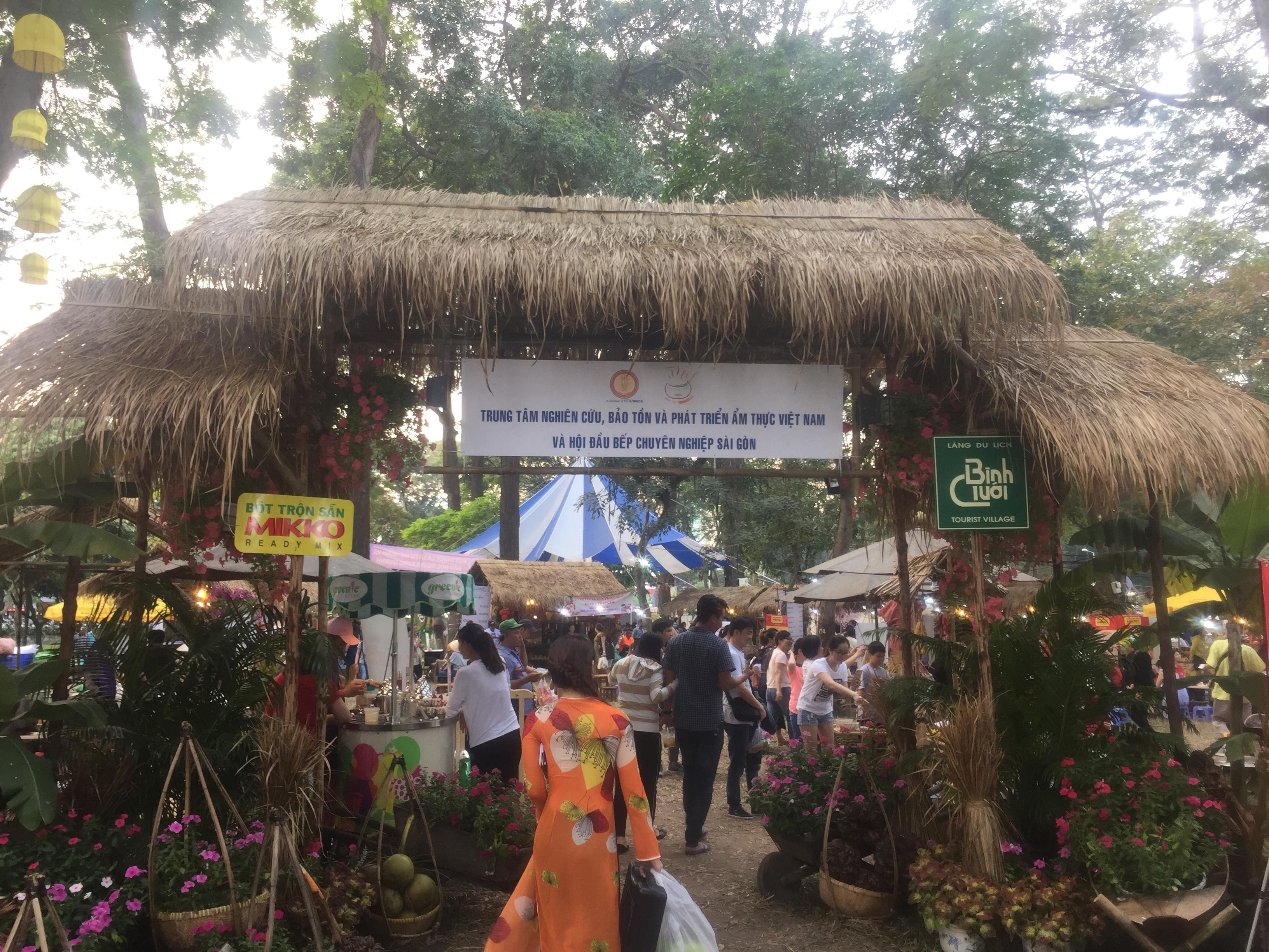 Thi công lá tranh cho hội chợ ẩm thực Sài Gòn