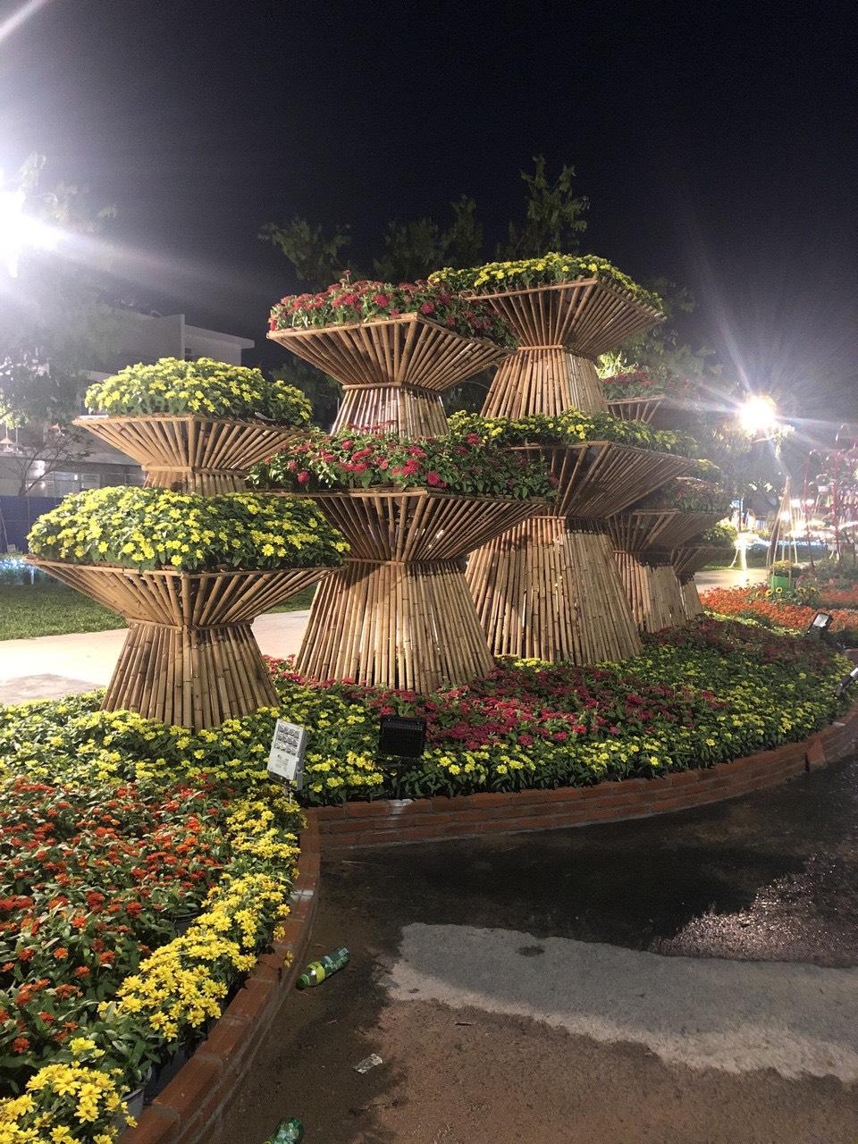 Thi công trang trí hội chợ xuân tại công viên.
