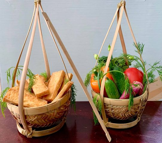Quang gánh tre mini chuyên dùng để trang trí và đựng gia vị